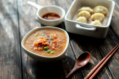 Chili Sauce「Chinese food: fried Jiaozi and tomato soup」:スマホ壁紙(13)