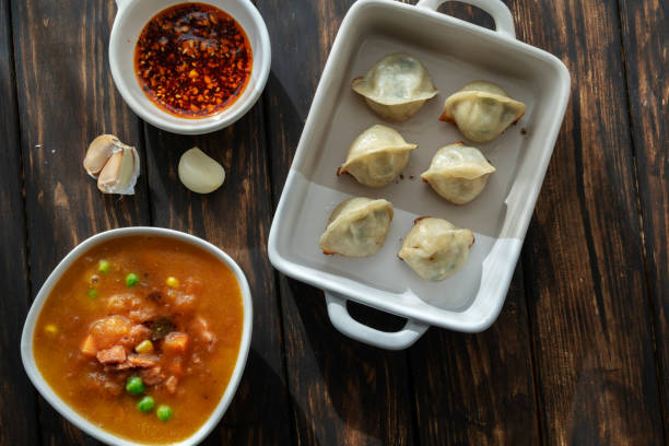 Chinese food: fried Jiaozi and tomato soup:スマホ壁紙(壁紙.com)
