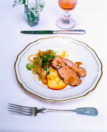 Apple「Veal roast with onions and iced apple slices」:スマホ壁紙(9)