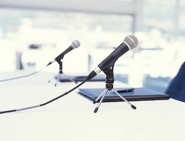 Two microphones on table, close up:スマホ壁紙(壁紙.com)