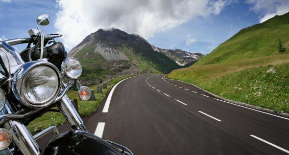 Motorcycle「Detail of Motorbike next to the Road」:スマホ壁紙(5)