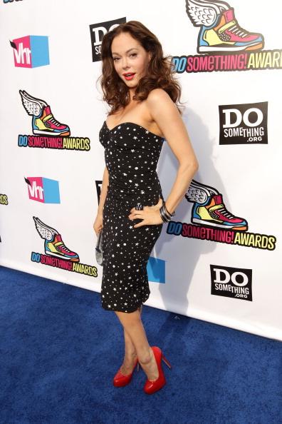 Hand On Hip「2011 VH1 Do Something Awards - Blue Carpet」:写真・画像(19)[壁紙.com]