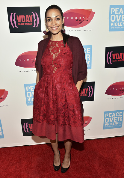Red Coat「20th Anniversary Of V-Day At The Broad Stage」:写真・画像(3)[壁紙.com]