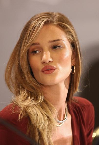 "Rosie Huntington-Whiteley「""Transformers 3"" Germany Press Conference」:写真・画像(17)[壁紙.com]"