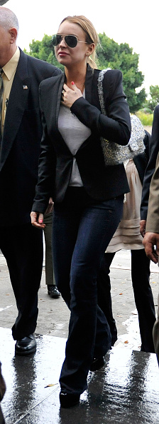 Aviator Glasses「Lindsay Lohan Attends Probation Violation Hearing」:写真・画像(7)[壁紙.com]