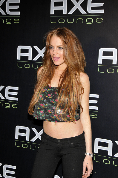 Top - Garment「Lindsay Lohan Parties At The AXE Lounge In Southampton」:写真・画像(17)[壁紙.com]