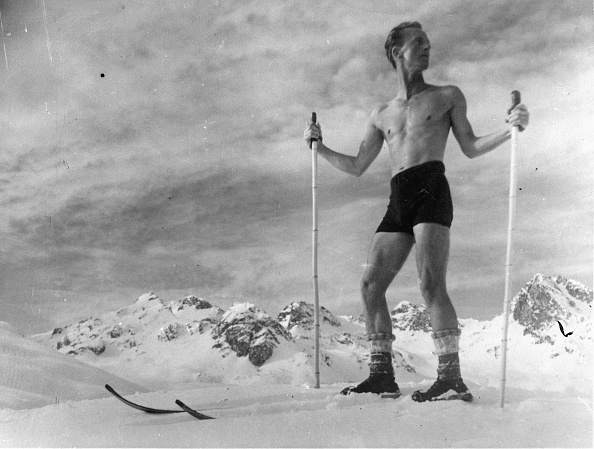 スキー「A combination of skiing and sun bading is only for tough guys, Photograph, Switzerland, Jan, 8th 1931」:写真・画像(10)[壁紙.com]