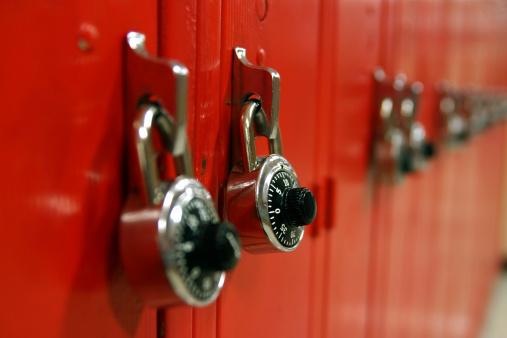 Combination Lock「Combination locks on a row of red high school lockers」:スマホ壁紙(4)