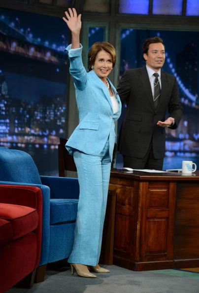 "Visit「Nancy Pelosi Visits ""Late Night With Jimmy Fallon""」:写真・画像(9)[壁紙.com]"