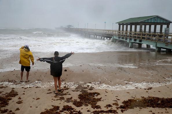 Beach「Powerful Hurricane Irma Slams Into Florida」:写真・画像(16)[壁紙.com]