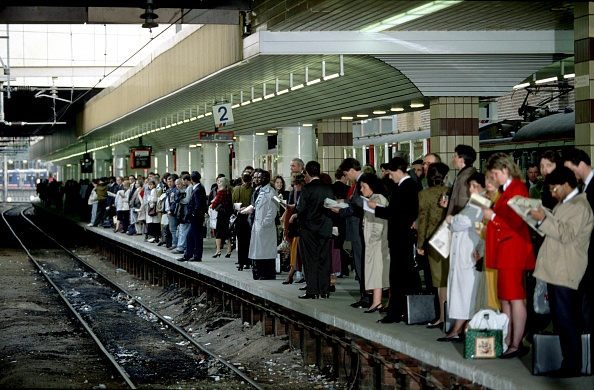 Waiting「Rush hour at Fenchurch Street station in London. C 1993.」:写真・画像(14)[壁紙.com]