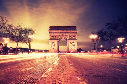 Arc de Triomphe - Paris「Rush hour at the Arc de Triomphe in Paris」:スマホ壁紙(15)