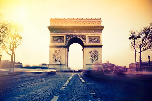 Arc de Triomphe - Paris「Rush hour at the Arc de Triomphe in Paris」:スマホ壁紙(7)