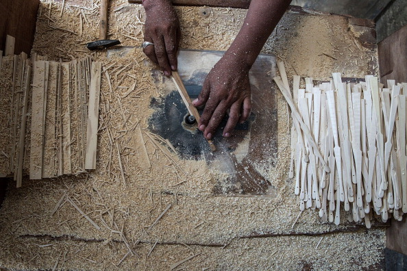 Carpentry「Wiracana Embraces Modern Techniques To Mass Produce Traditional Balinese Hand Fans」:写真・画像(10)[壁紙.com]