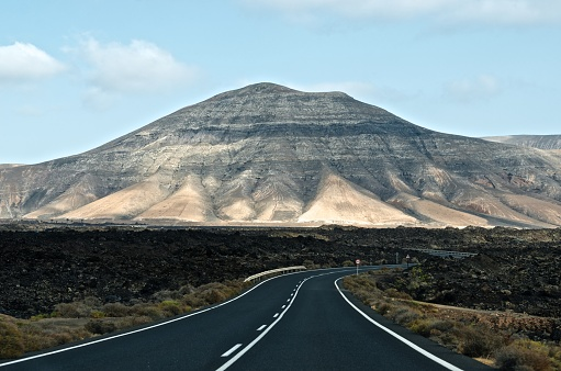 Atlantic Islands「Road to the mountains, Lanzarote, Canary Islands, Spain」:スマホ壁紙(8)