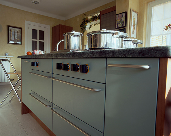 Kitchen「View of cabinets in a kitchen」:写真・画像(12)[壁紙.com]