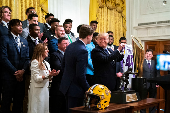 American Football - Sport「President Trump Welcomes College Football Champions LSU Tigers To The White House」:写真・画像(15)[壁紙.com]