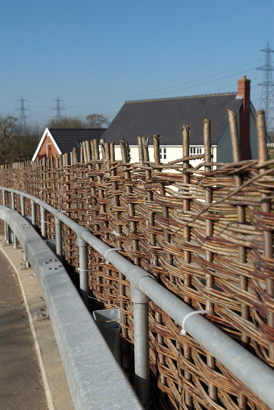 Road Marking「Willow fencing on a roadside acting as a protective barrier」:写真・画像(12)[壁紙.com]