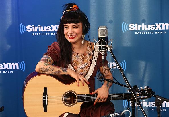 作詞家「Latin Singer, Songwriter Mon Laferte Visits SiriusXM」:写真・画像(19)[壁紙.com]