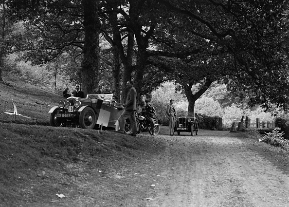 Country Road「Wolseley Hornet and Morris Minor taking part in a motoring trial, c1930s」:写真・画像(14)[壁紙.com]