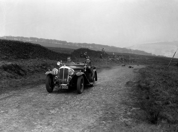 Country Road「Wolseley Hornet of S Whitelock competing in the Sunbac Inter-Club Team Trial, 1935」:写真・画像(10)[壁紙.com]