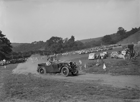Country Road「Wolseley Hornet McEvoy Special competing in the MG Car Club Rushmere Hillclimb, Shropshire, 1935」:写真・画像(8)[壁紙.com]