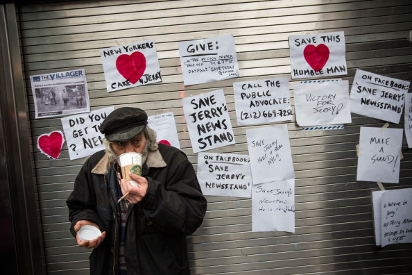Andrew Burton「Storied New York Newsstand Reopens After Retail License Dispute Settled」:写真・画像(18)[壁紙.com]