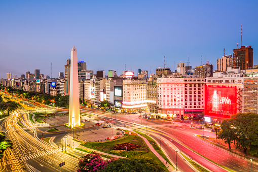 Buenos Aires「A city landmark, obelisk on Ave 9 de Julio, night」:スマホ壁紙(13)