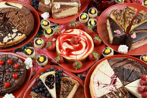 Sweet Food「Cheesecakes on Red Plates」:スマホ壁紙(13)
