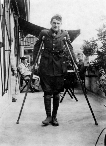 Young Adult「Ernest Hemingway (1899-1961) american novelist here during his convalescence in Milan, Italy (American Red Cross Hospital) in 1918」:写真・画像(17)[壁紙.com]