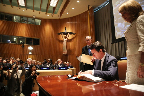 Jose Lopez「UN Arms Trade Treaty Opens For Signature」:写真・画像(18)[壁紙.com]
