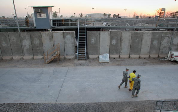 Camp Cropper「US Military Holds Thousands Of Detainees In Baghdad Prison」:写真・画像(10)[壁紙.com]