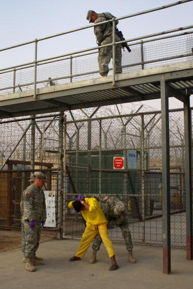 Camp Cropper「US Military Holds Thousands Of Detainees In Baghdad Prison」:写真・画像(9)[壁紙.com]