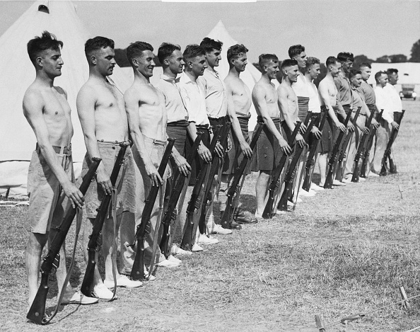 People In A Row「Weapons Training」:写真・画像(19)[壁紙.com]