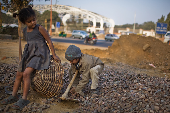 Delhi「Labour Force Work Under Difficult Conditions To Complete Commonwealth Games」:写真・画像(9)[壁紙.com]