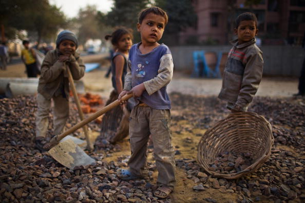 Poverty「Labour Force Work Under Difficult Conditions To Complete Commonwealth Games」:写真・画像(3)[壁紙.com]