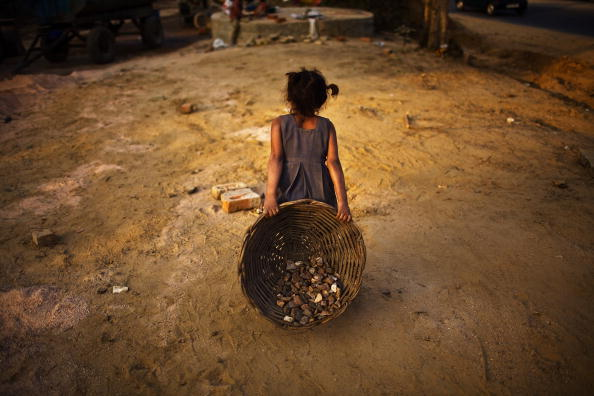 Poverty「Labour Force Work Under Difficult Conditions To Complete Commonwealth Games」:写真・画像(9)[壁紙.com]