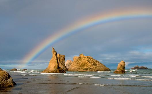 虹「Bandon Beach rainbow, sea stacks, OR Coast」:スマホ壁紙(12)