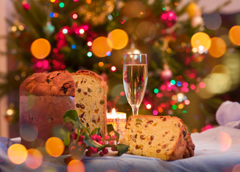 White Wine「Panettone and glass of white wine on Christmas table」:スマホ壁紙(17)