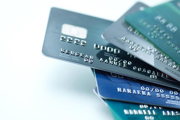 Credit cards on white background:スマホ壁紙(壁紙.com)