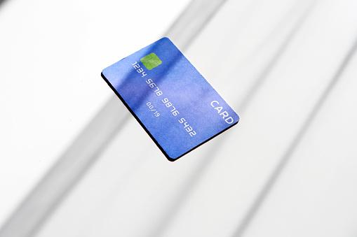 Online Shopping「Credit card on desk」:スマホ壁紙(2)