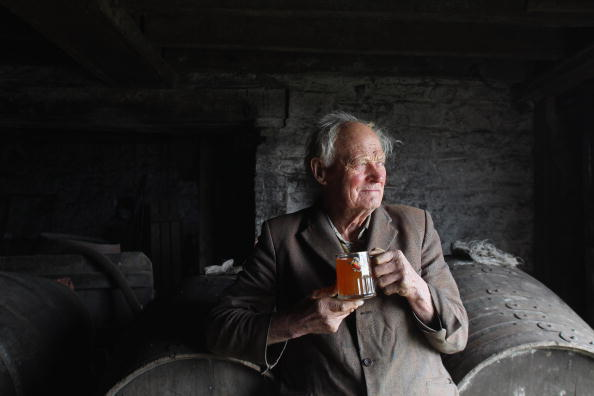 Senior Men「West Country Cider Producers Fear For Industry After Budget Tax Hike」:写真・画像(3)[壁紙.com]