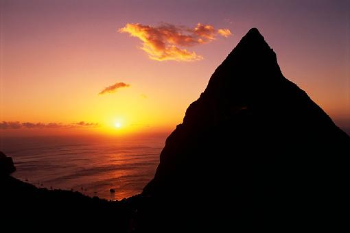 Soufriere「Mountain Silhouette at Sunrise」:スマホ壁紙(16)