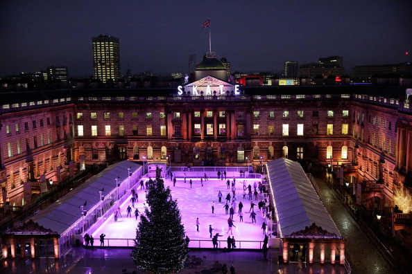 Somerset House「Somerset House Ice Skating Rink Opens For the Winter Season」:写真・画像(6)[壁紙.com]