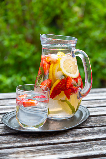 Mint Leaf - Culinary「Detox water with strawberry, lime, lemon and mint in a glass jar」:スマホ壁紙(2)