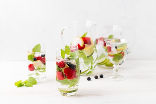 Infused「Detox water, infused water, strawberry, lemon, lemon balm, blueberry and raspberry」:スマホ壁紙(17)
