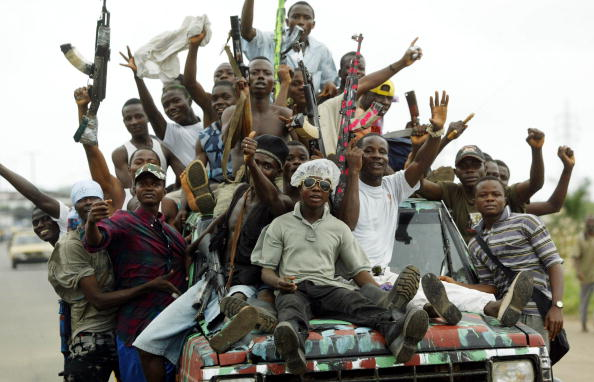 Arms Raised「Tensions Ease As Peacekeepers Arrive In Liberia」:写真・画像(12)[壁紙.com]
