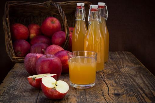Apple Juice「Red apples and apple juice」:スマホ壁紙(5)