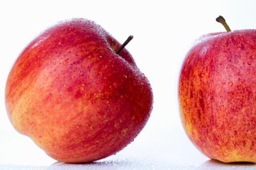 Droplet「Red apples, close-up」:スマホ壁紙(18)