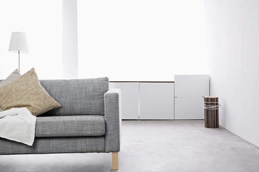 シンプル「Modern living room with couch and sideboard」:スマホ壁紙(15)